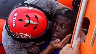 Guarda costeira da Líbia acusada de abandonar migrantes no Mediterrâneo