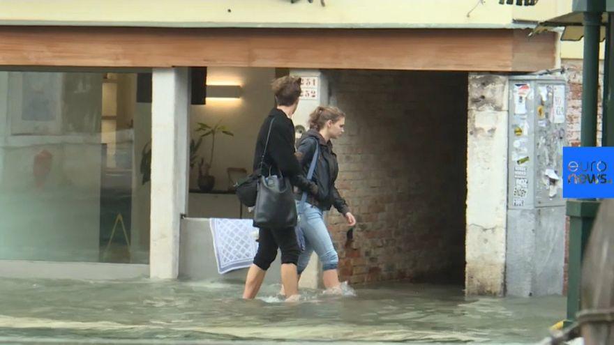 El temporal italiano anega Venecia