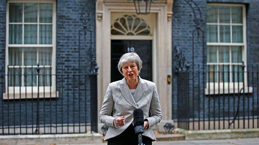 Theresa May se reúne con su gobierno tras el punto muerto del Brexit en la cumbre de Salzburgo