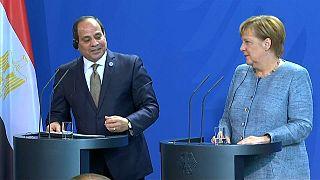Merkel pide reformas económicas en África