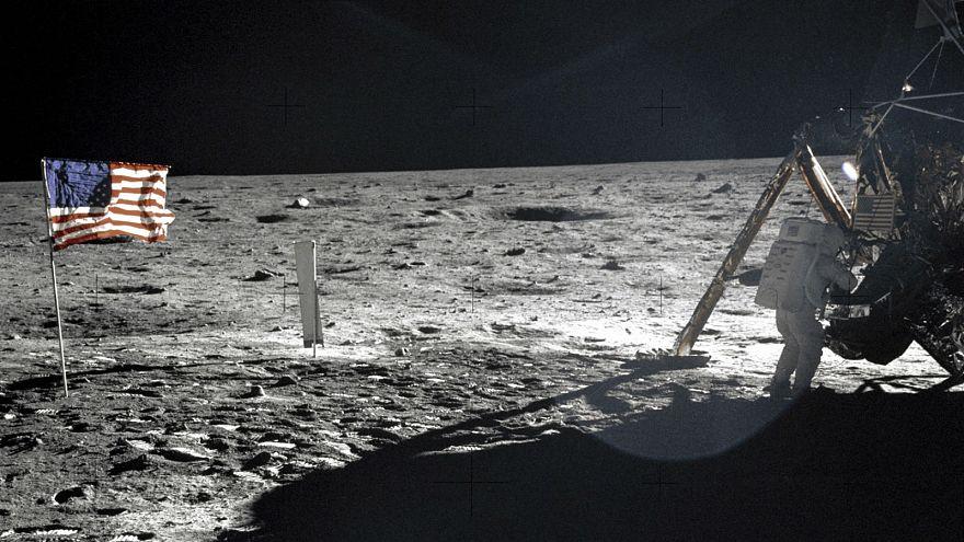 La Lune, objet de fascination, aux enchères
