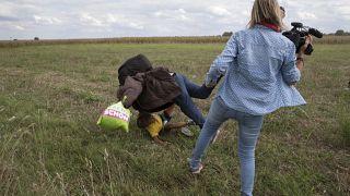 محكمة هنغاريا تبرئ مصورة صحفية اشتهرت بركلها اللاجئين السوريين