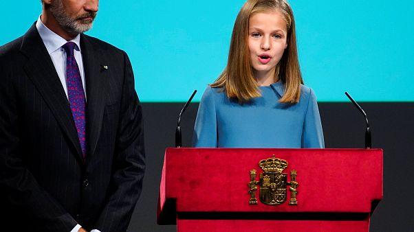 Spaniens Kronprinzessin Leonor (13) liest aus der Verfassung