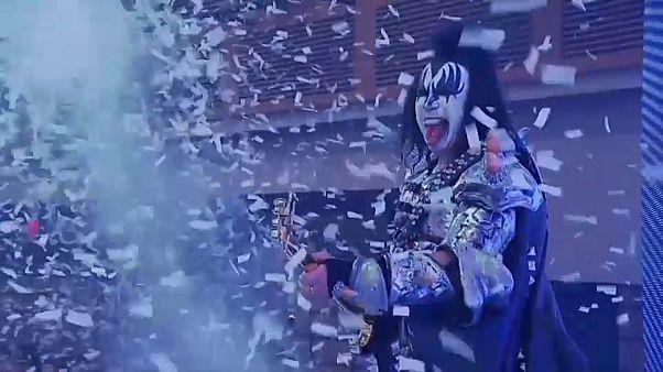 Kiss: Abschiedskuss mit Zunge