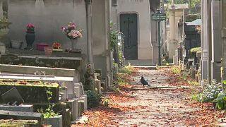 Megteltek a párizsi temetők
