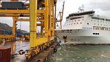 VİDEO | Limana yanaşamayan gemi dev vinçlere çarptı