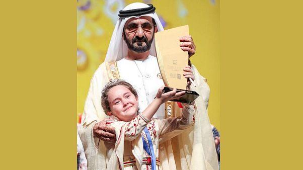 شاهد: طفلة مغربية في التاسعة من العمر تتوج بجائزة تحدي القراءة العربي