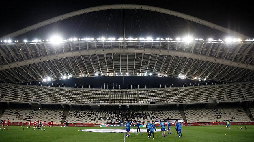 Lo stadio Olimpico di Atene trema sotto il peso dei tifosi, Uefa apre indagine