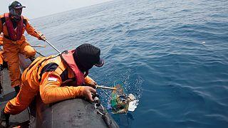 سقوط هواپیما با ۱۸۹ سرنشین در اندونزی؛ محل جعبه سیاه کشف شد