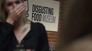شاهد: قضيب الثور ونبيذ الفئران بمتحف الأكلات المقززة في السويد