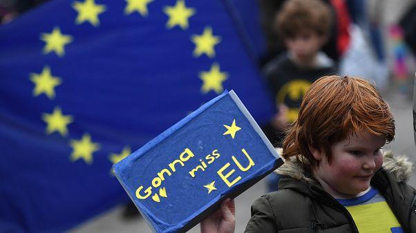 Brexit müzakerelerinde finans şirketleri için anlaşma sterline değer kazandırdı