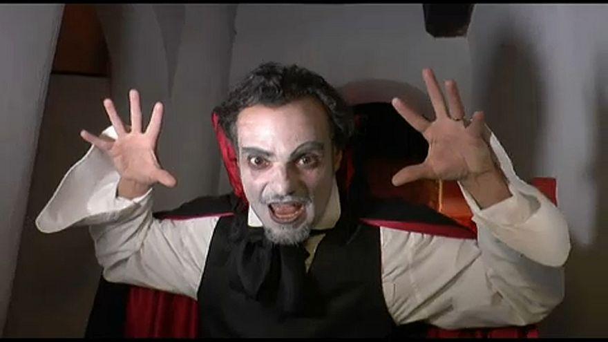Halloween-buli a Drakula-kastélyban
