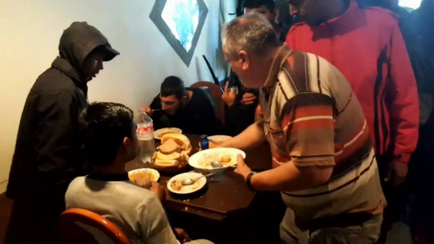 Bosnian war veteran hosts soup kitchen for migrants