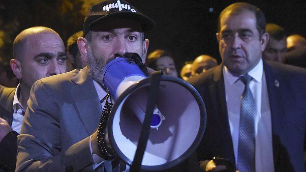 Nikol Paşinyan erken seçimin 9 Aralık'ta yapılacağını duyurdu