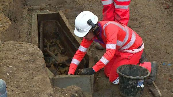 شاهد: اكتشاف مقبرة في لندن تحتوي رفات عشرات آلاف الاشخاص منذ القرن 18