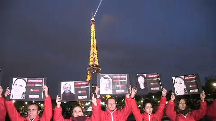 برج إيفل يُطفئ أنواره رفضاً للانتهاكات بحق الصحفيين في العالم