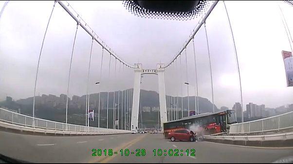 Una pelea en un autobús provoca un accidente con 15 muertos en China