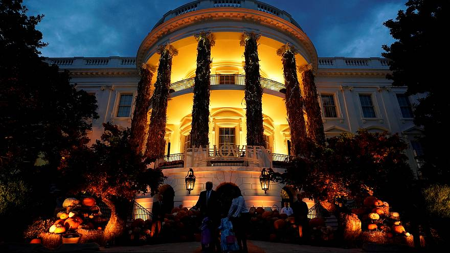 Halloween at the White House and underwater pumpkins: No Comments of the week