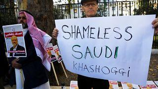Kaşıkçı cinayeti S.Arabistan'ın Londra Büyükelçiliği önünde protesto edildi