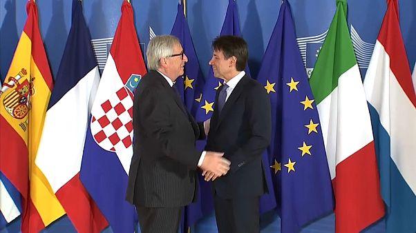"""Juncker: """"Italiani non commetteranno suicidio"""""""