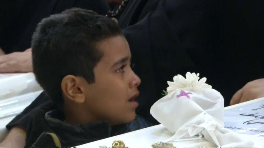 طفل يبكي أثناء تشييع ضحايا هجوم المنيا 03-11-2018