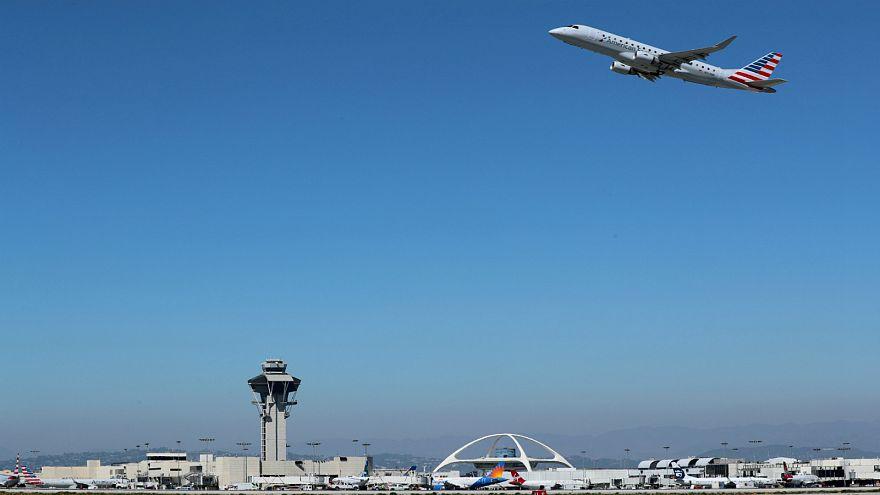 عامل في مصلحة للشحن الجوي يسقط ثملا في أركنساس ويستيقظ في شيكاغو