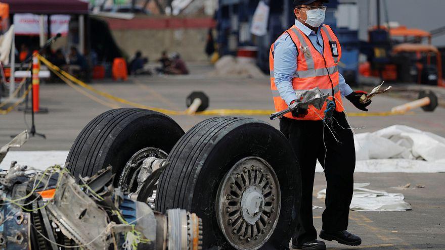 Endonezya'daki uçak kazasında arama çalışmaları 3 gün uzatıldı