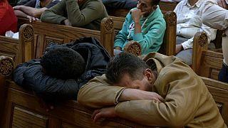 مصريون أقباط أثناء تشييع جنازة ضحايا هجوم المنيا
