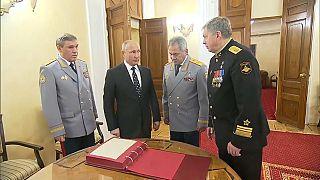 الرئيس الروسي فلاديمير بوتين ووزير دفاعه شيرغي شويغو