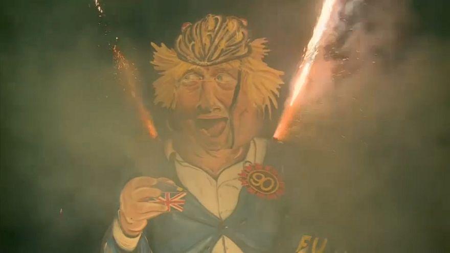 Boris Johnson bábuját égették a Tűzijátékok éjszakáján