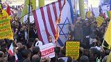 Iran, a migliaia contro gli USA