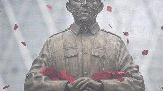 """Londra'da """"Ateşkes Günü""""nün 100. yıldönümü için hazırlanan heykel"""