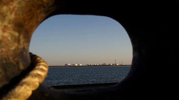 بازگشت تحریمهای آمریکا؛ کاهش صادرات نفت ایران در ماه سپتامبر