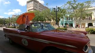 Ράλι με αυτοκίνητα αντίκες στους δρόμους της παλιάς πόλης της Αβάνας