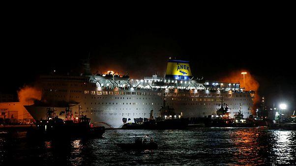 Griechenland: Passagiere von der brennenden Fähre Eleftherios Venizelos evakuiert.
