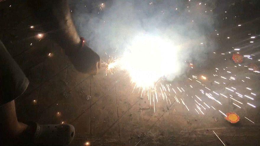 """شاهد: احتفالات مهرجان ديوالي الهندوسي للأضواء بألعاب نارية """"صديقة للبيئة"""""""
