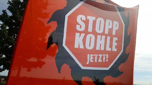 Foresta di Hambach: la protesta degli ambientalisti delle case sugli alberi