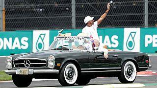 تعرف على السيارات التي يقودها لويس هاملتون خارج حلبة السباق