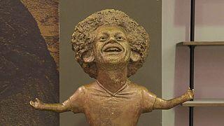 شاهد: تمثال لمحمد صلاح يثير السخرية على مواقع التواصل الاجتماعي ونحاتته غير راضية عنه