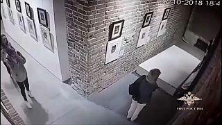 [Vídeo] Un selfie causa daños en obras de Goya y Dalí en una galería rusa