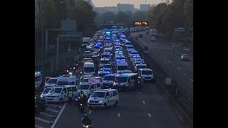 Parigi: ambulanze, protesta in autostrada