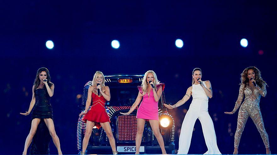 Spice Girls regressam aos palcos sem Victoria