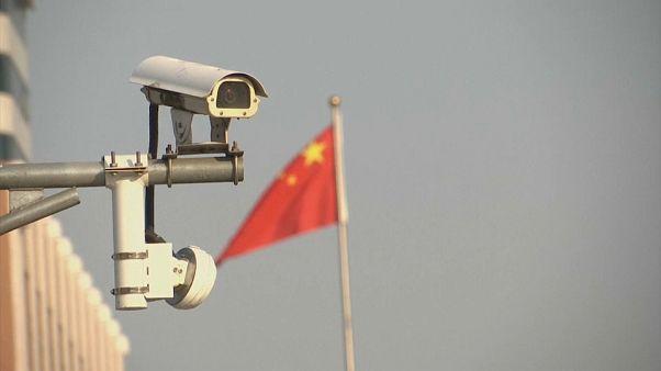 الصين تبتكر تقنية للتعرف على هوية الأشخاص من خلال طريقة مشيهم