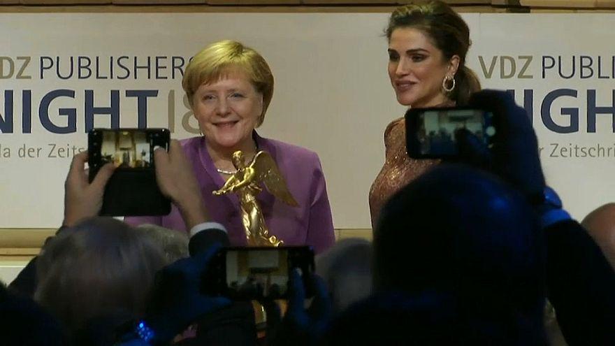 "Angela Merkel (64) erhält ""Goldene Victoria"""