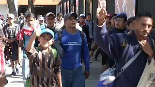 Megérkezett Mexikóvárosba a menekültkonvoj