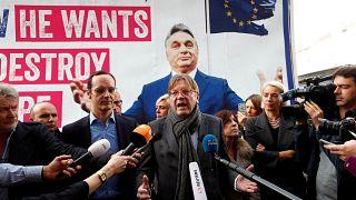Mit Anti-Orban-Mobil auf Stimmenfang