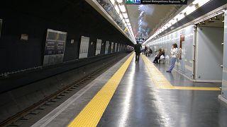 İtalya: Metroda göçmenleri savundu; kendisine destek yağdı