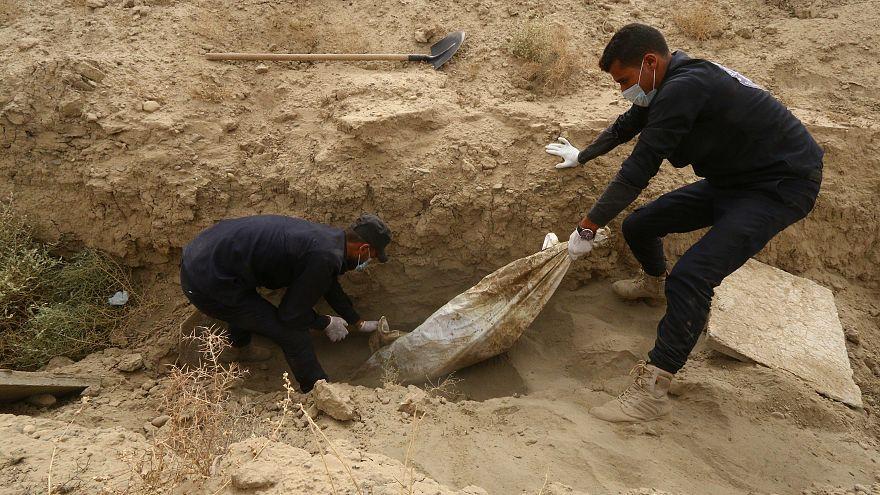 BM raporu: Irak'ta IŞİD'in kurbanlarının gömülü olduğu 200'den fazla toplu mezar bulundu