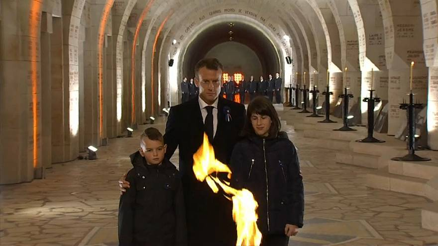 Macron homenageia os mortos de Verdun