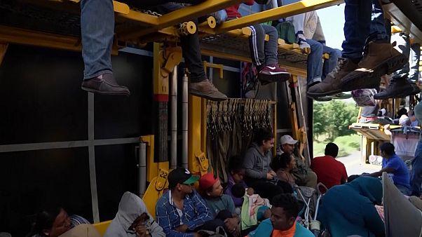 ABD sınırına ulaşmaya çalışan göçmenlerin bir kısmı Meksiko City'ye vardı
